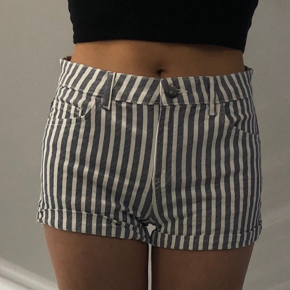 H&M Striped Shorts Size: 4